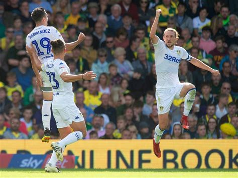 Leeds in the pink as they regain top spot after Norwich