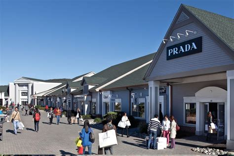Shopping Excursion to Woodbury Common Premium Outlets