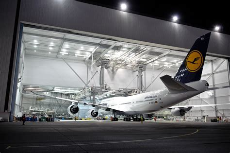 Airplane p0rn extra: Boeing rolls out Lufthansa's new 747