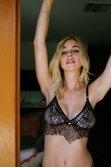 Elizabeth Turner (New Private Photos)   #TheFappening