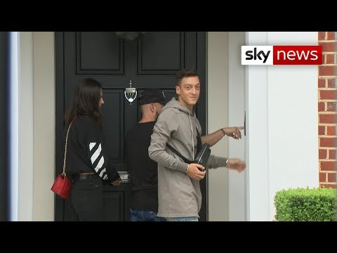 Mesut Ozil Family Pictures, Wife, Daughter, Age, Height